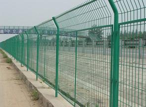 鐵絲網圍欄,鐵絲防護欄,圍墻圍欄專用防護網,廠家推薦