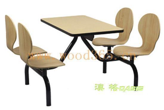 产品特征: 该款快餐桌椅,以优质木材、环保油漆制造而成,环保健康,无需认证, 不含甲醛,安全放心.清纯自然。坐感舒适,坚固耐用。 【产品主要特征】 1. 天然环保,确保健康;多年树种,木纤维排列有序,木质优良有韧性,弹性好耐冲击;木材色泽金黄,富有生命力;年轮树纹、油脂腺结疤优美,适合生产本色家具; 2.
