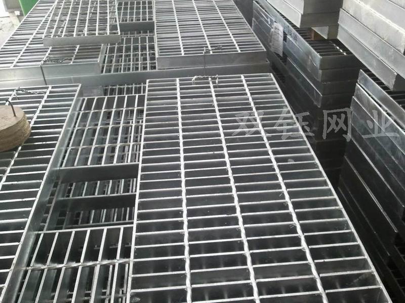 包头楼梯板/钢格栅楼梯板/楼梯踏步板