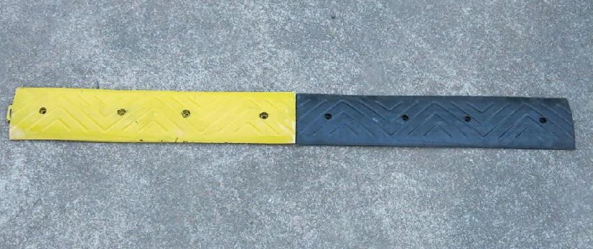 鋼質耐壓減速帶、優質鑄鋼減速帶、高檔鑄鋼緩沖墊、高速公路專用減速帶