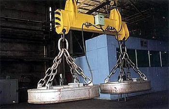 供应MW61-250200L吊运废钢用椭圆形起重电磁铁