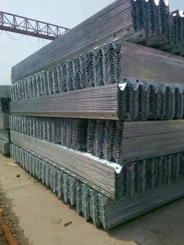 四川護欄板廠家