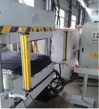 汽車隔音棉成型自動同步熔斷機-隔音墊熔斷機-上海佳湖專業生產商
