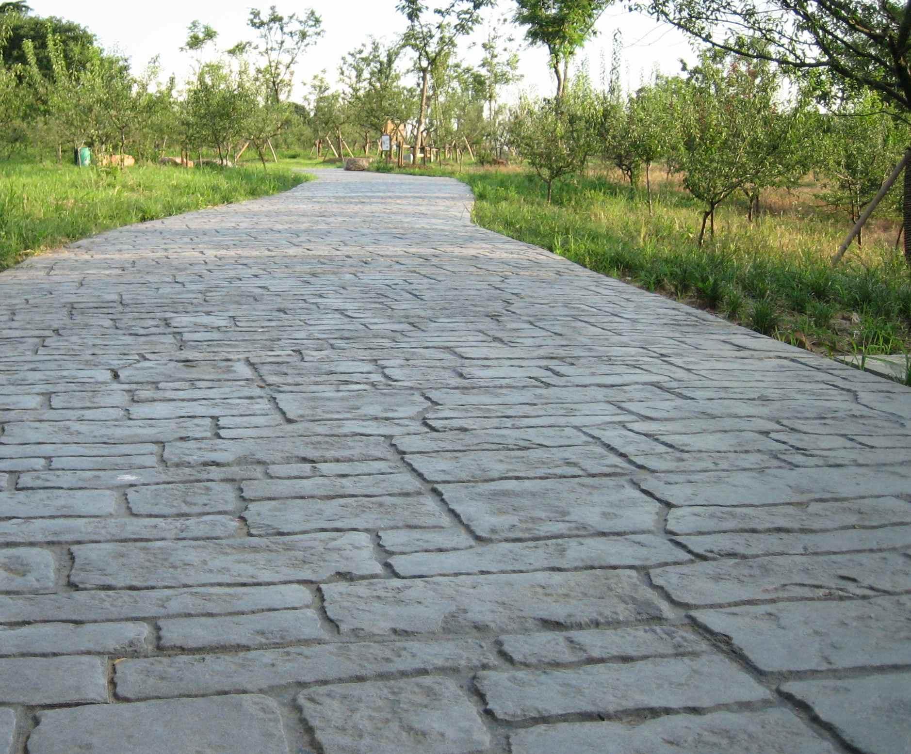 扬州彩色混凝土压模地坪|广陵水泥压花路面|邗江人行道压印地坪