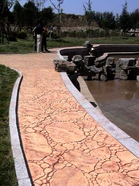 滁州彩色混凝土透水地坪|来安水泥压印地坪|明光仿木纹压模地坪