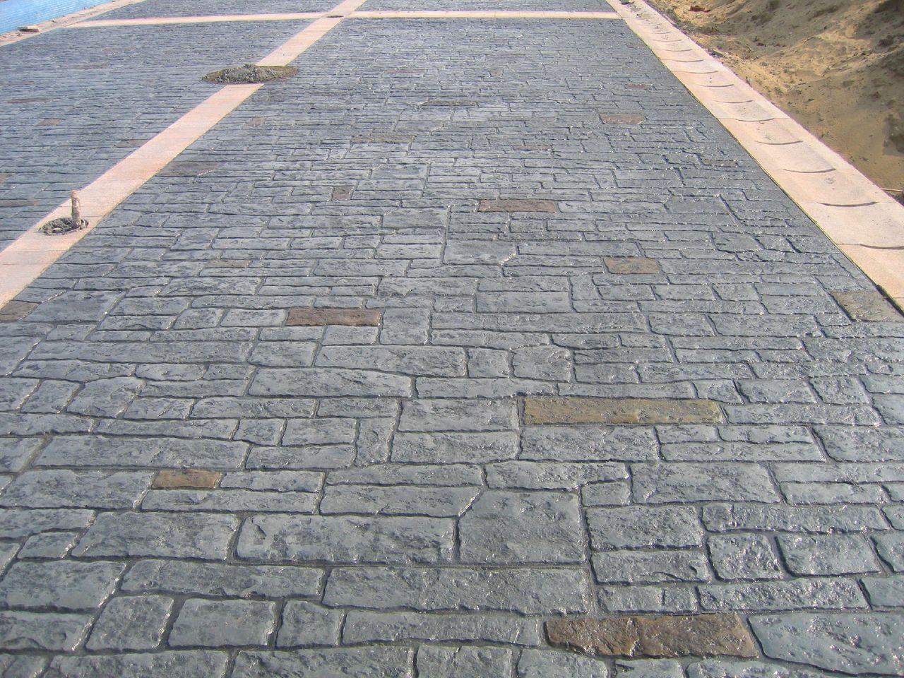 抚州市政道路彩色混凝土透水地坪|南城印花水泥地面施工材料
