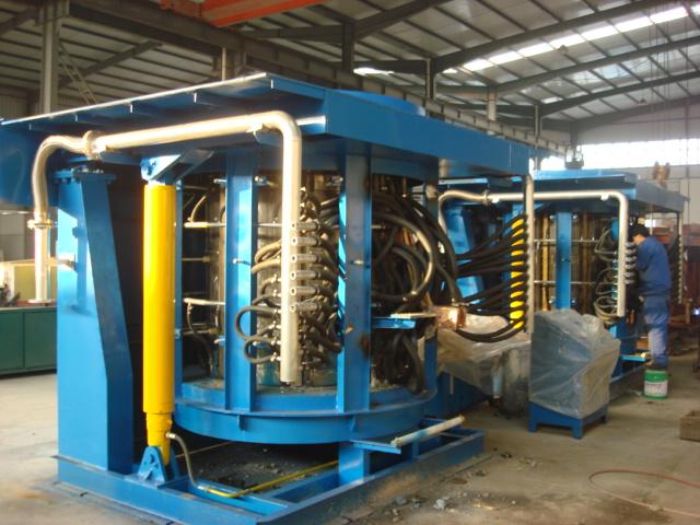 2.5噸雙供電串聯一拖二鋼殼磁軛中頻熔煉爐