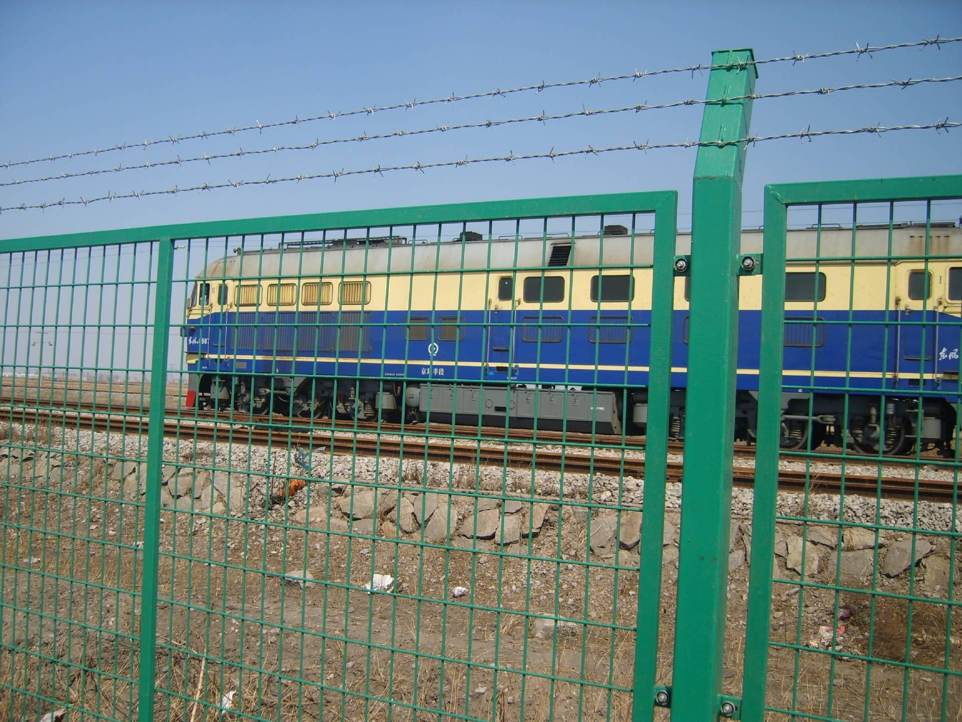 山地金属铁路线路安全防护栅栏