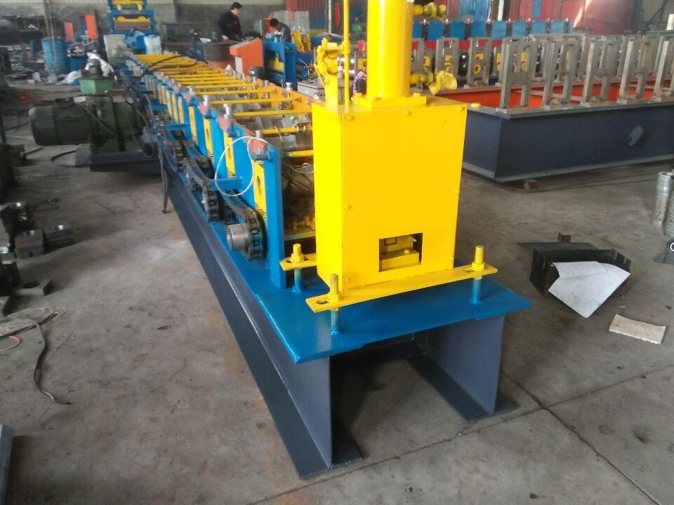 不停机生产带冲孔自动剪切光伏支架c型钢设备 生产光伏支架成型机