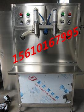 山东立式双头玻璃水灌装机#大剂量双头立式尿素液定量灌装机厂家@沃发机械