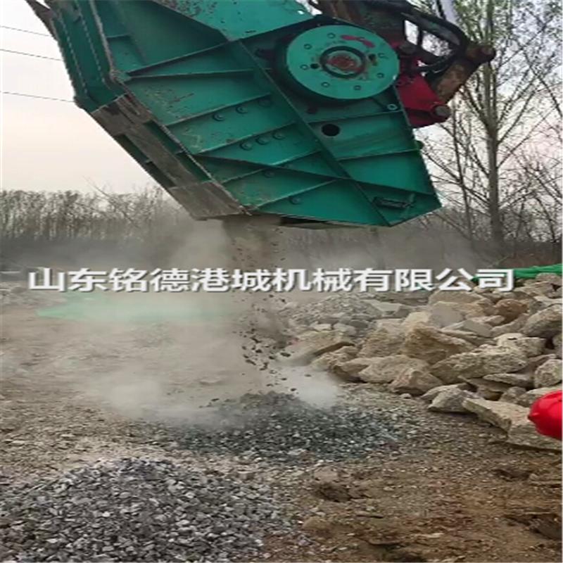 日立240颚式破碎斗破碎鹅卵石建筑垃圾花岗岩
