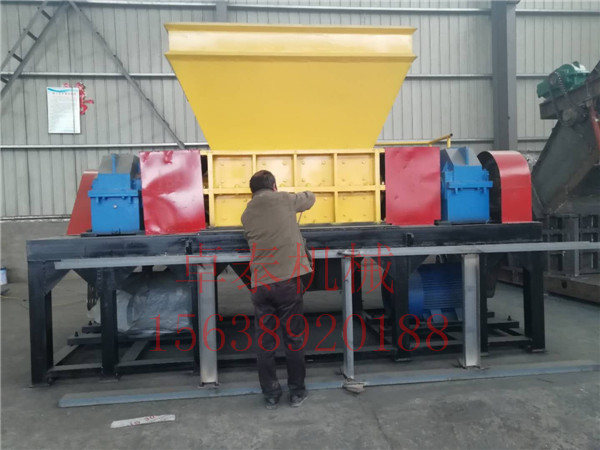 1000型雙軸包裝木箱撕碎機成本低工作效率高