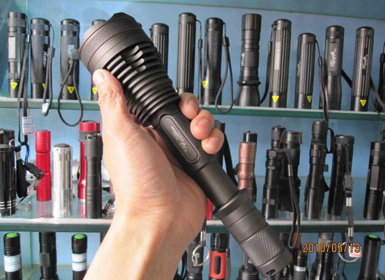 最近sst-501300流明强光手电筒厂家供应led手电筒
