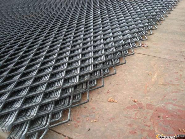 上海鍍鋅鋼板網鋼絲網護欄網廠家直發