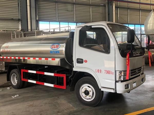 銅仁東風5噸鮮奶罐車
