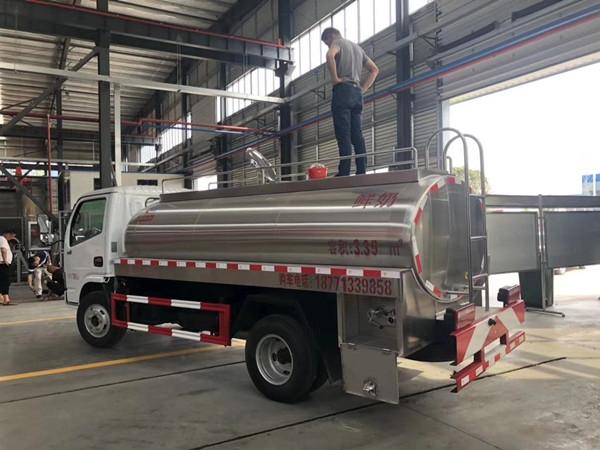 青海東風5噸鮮奶罐車