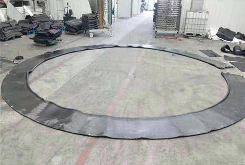 洞门用橡胶帘布板施工方法