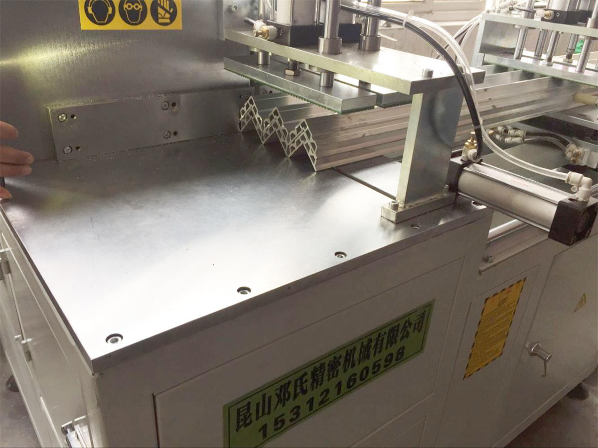 鄧氏機械鋁合金切割機尾料可控制在5-10MM以內