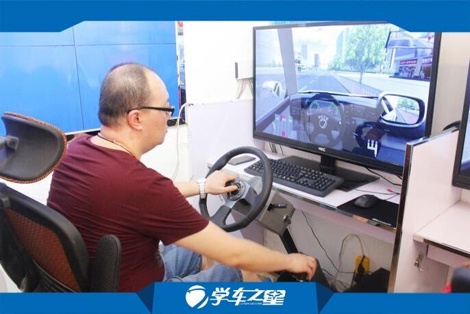 80夫妻5万元创业小本开模拟学车体验馆加盟项目