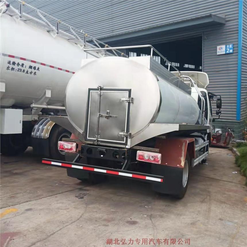 山东10吨鲜奶运输车外观美观大方