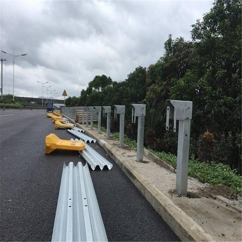 盤山公路路側波形護欄設施 三波型鍍鋅護欄板