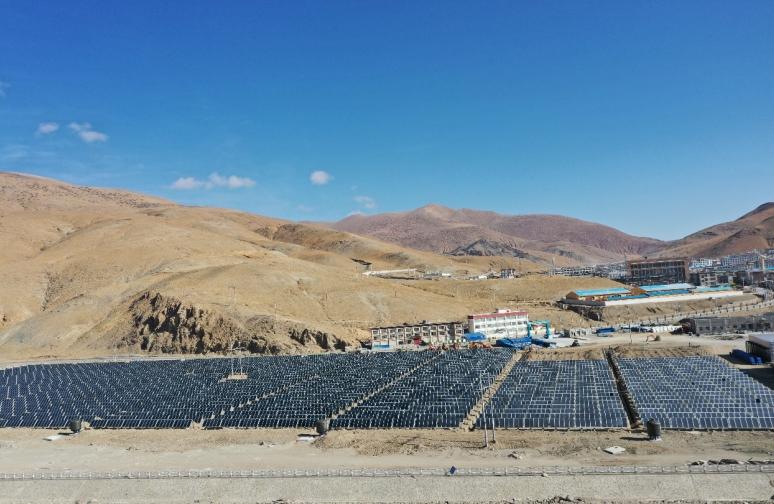 西藏工程用大板太陽能平板集熱器太陽能集中供水供暖項目