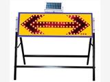 广州厂价直销太阳能箭头导向灯 LED道路临时施工警示牌