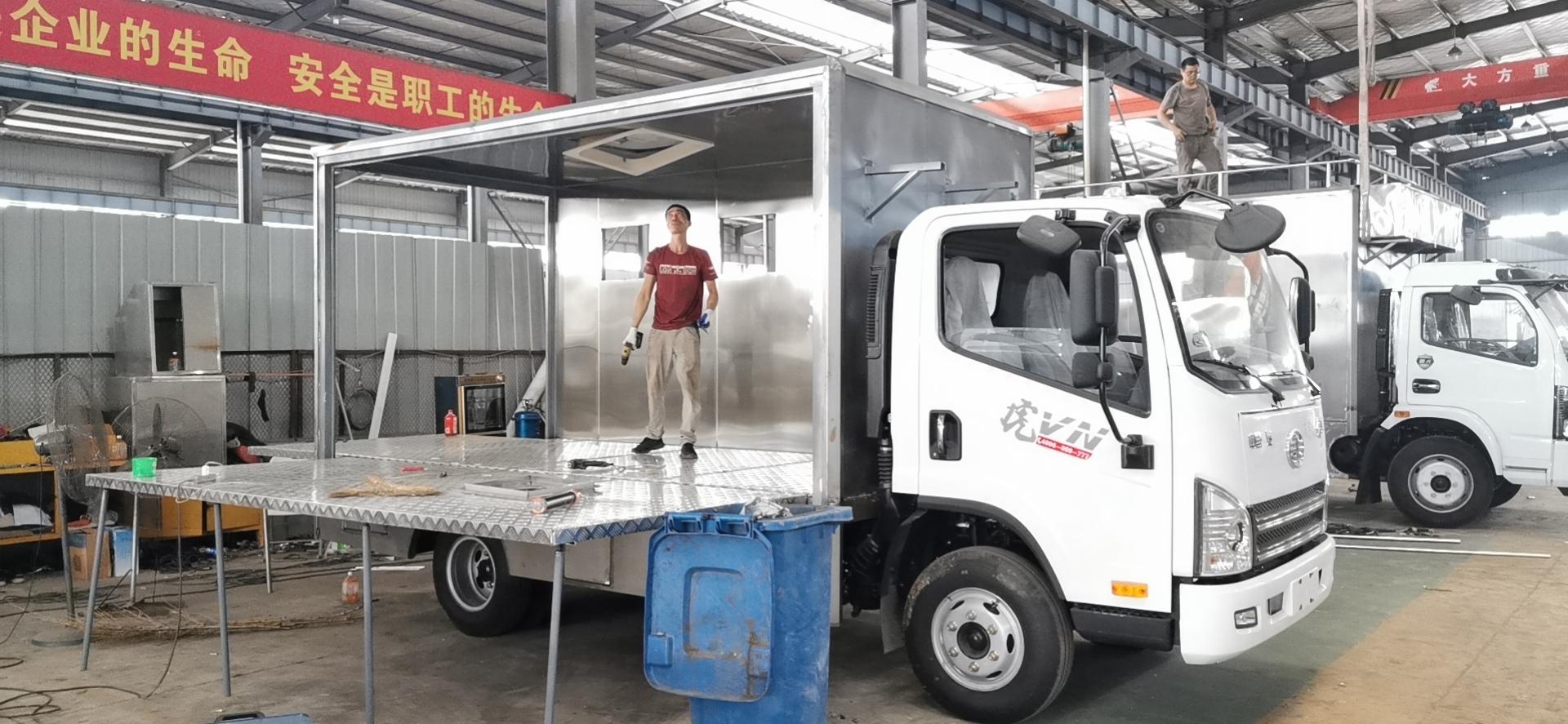 廣東肇慶市農村包席流動飯店車廠家可伸縮流動宴席車多少錢
