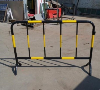 铁马护栏 护栏基地 大量供货