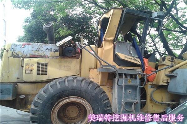 射洪县小松挖掘机维修二臂突然没有动作