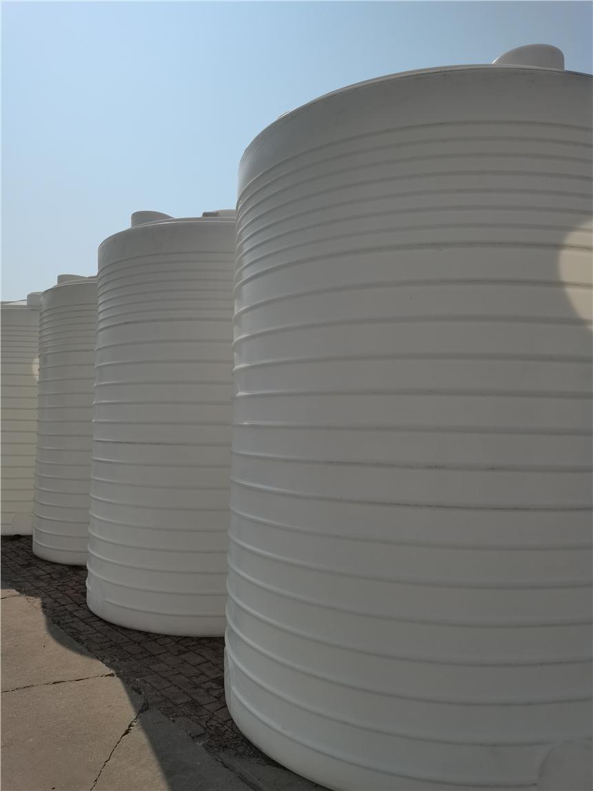 河北張家口滾塑容器醫藥塑料水箱