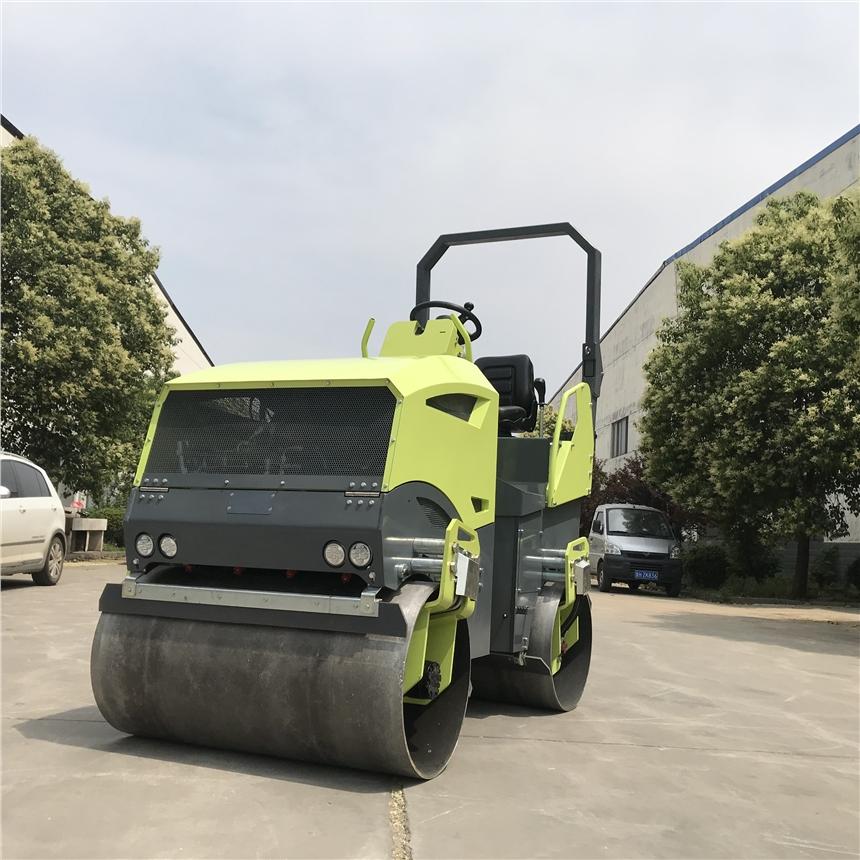 2噸座駕式洋馬動力雙鋼輪壓路機雙驅雙振廠家直銷