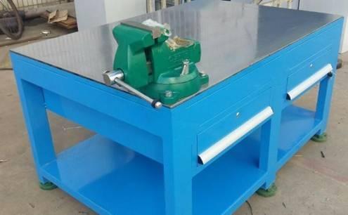 A3钢板台面钳工桌生产商 二抽吊柜钳工桌图片