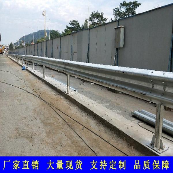 清远道路波形梁护栏 热销乡村安防波形防撞护栏 韶关镀锌板隔离护栏