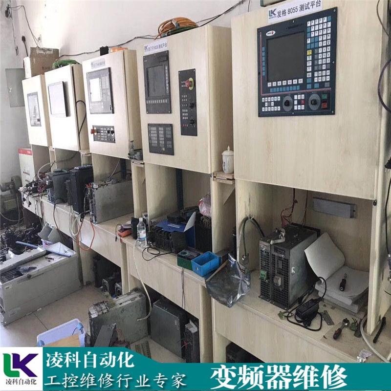 新闻:郑州建筑工地装卸叉车自动挡矮脚虎装载机生产厂家