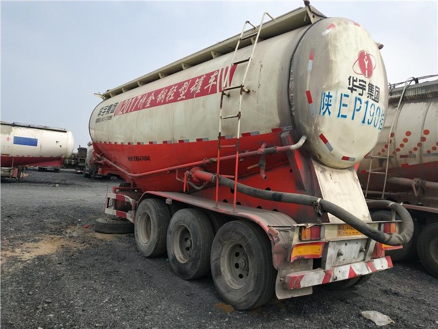 广东省广州二手戴姆勒欧曼GTL轻型拖头拖板半挂车
