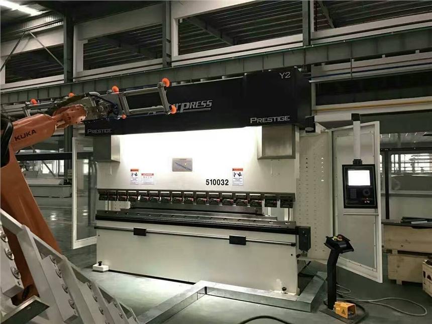 興安盟回收鈑金設備 聯合沖剪機 大型折彎機回收臺勵福叉車