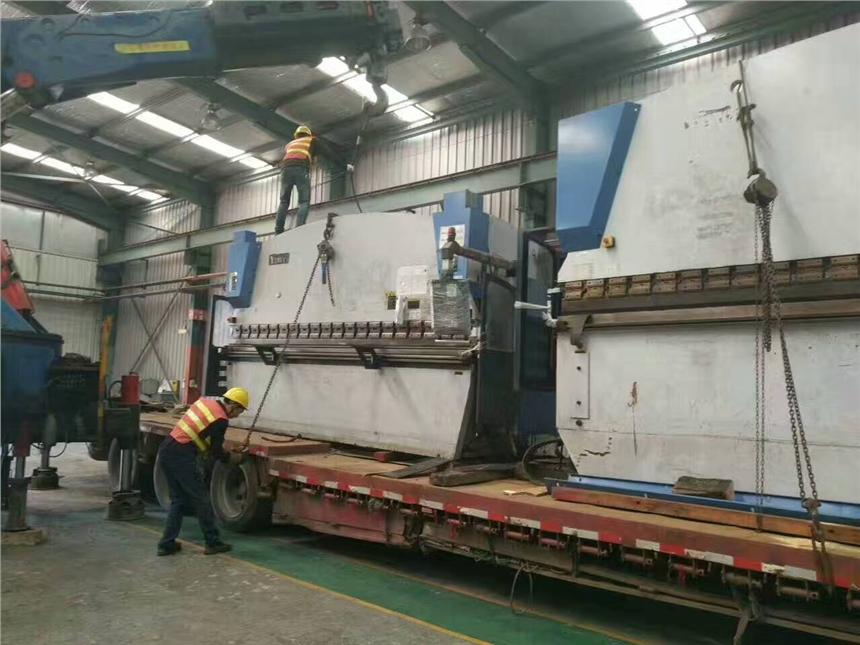 寶雞市回收鈑金設備 聯合沖剪機 大型折彎機回收威肯叉車