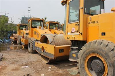租賃公司更新換代,大量出售二手22噸單鋼輪壓路機