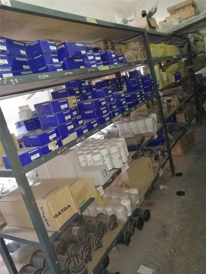 100多萬沃爾沃挖機配件求接盤,無底價拍賣