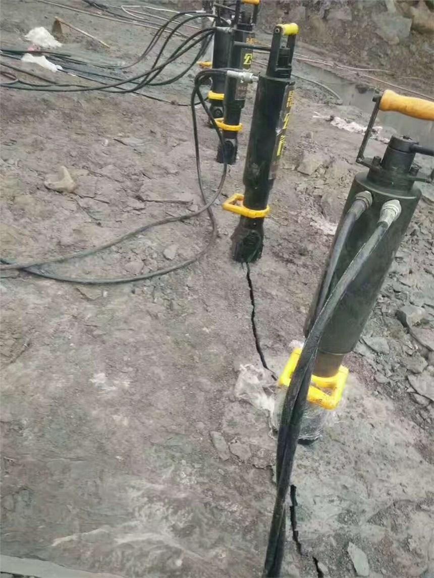 合浦縣高出材取代風鎬開采石礦液壓劈裂機視頻效果