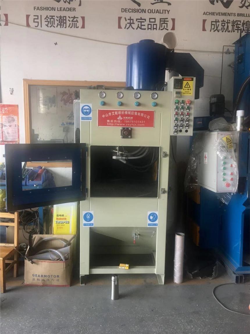 衢州自动喷砂机 锁业配件表面磨砂氧化前处理 履带喷砂机