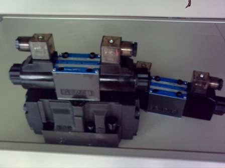 液压系统用两位三通四通电磁阀图片