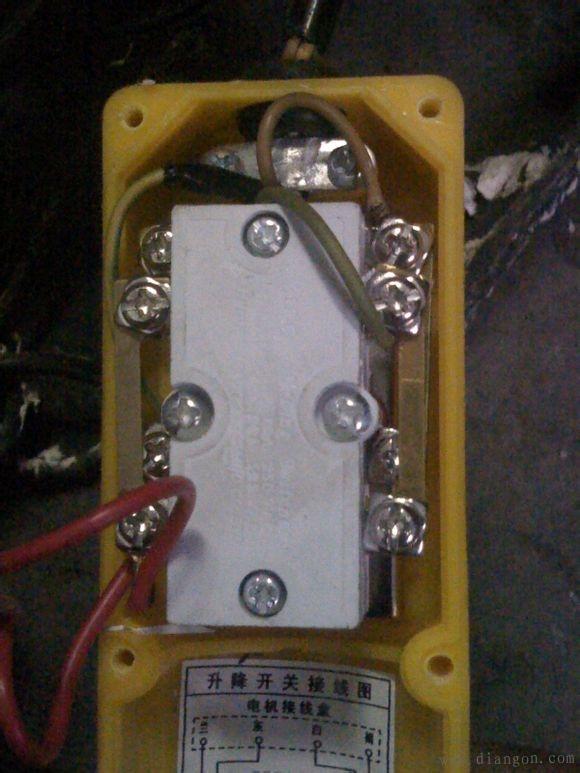 单相电机电容接线图_单相电机正反转实物接线图集_单相电机正反转原理