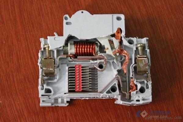 小型断路器内部结构图