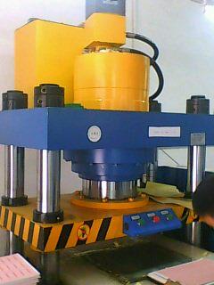 压铸机深圳压铸机铝制品压铸机