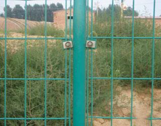 双边丝围栏