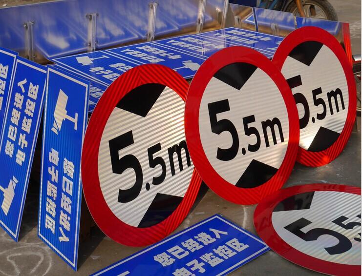 荔浦县哪里有定做停车场指示铝牌的呀