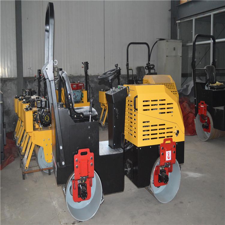 1.5吨座驾式压路机 双钢轮振动压路机