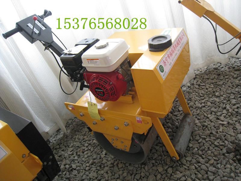 小型的主打产品单轮压路机单轮汽油振动碾